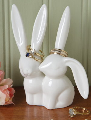 Kissing Rabbits Ring Holder