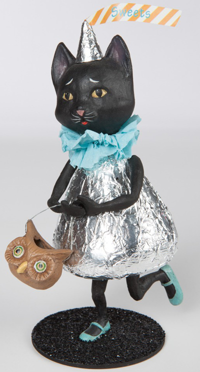 Black Cat Kisses Sculpture