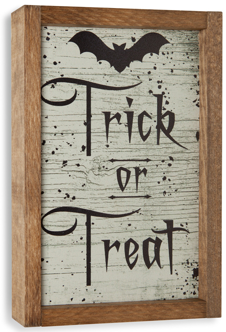 Trick or Treat Halloween Sign | Sturbridge Yankee Workshop