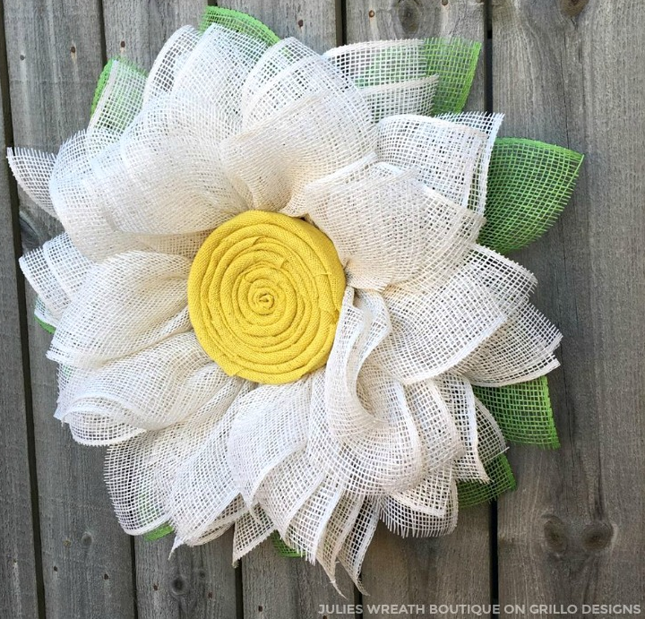 Spring Burlap Daisy Wreath | Grillo Designs | Spring DIY