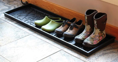 Scrolled Rubber Boot Tray | Sturbridge Yankee Workshop