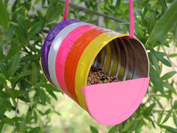 Recycled Can Bird Feeder from Momtastic